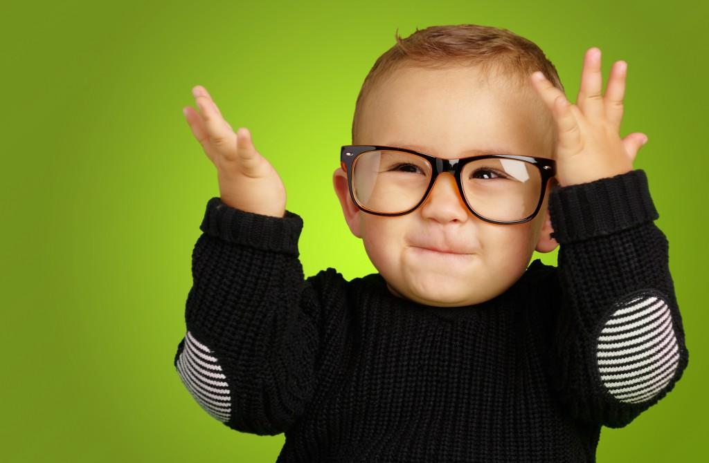 Eye-Glasses-smile-style-child-children-kid-green-back-ground (1)