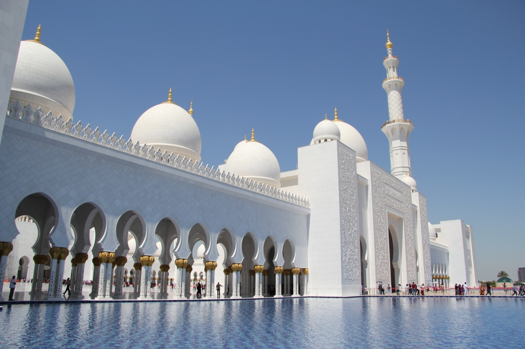 Front_of_Sheikh_Zayed_Mosque