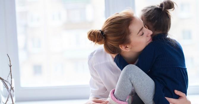 Доказано наукой: Родительские объятия меняют структуру мозга у детей