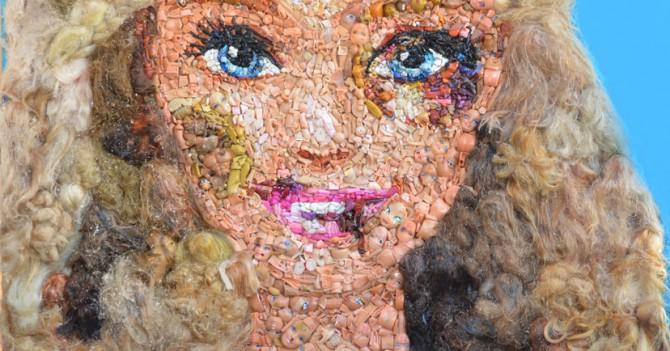 Арт-проект против насилия «Избитые Барби»