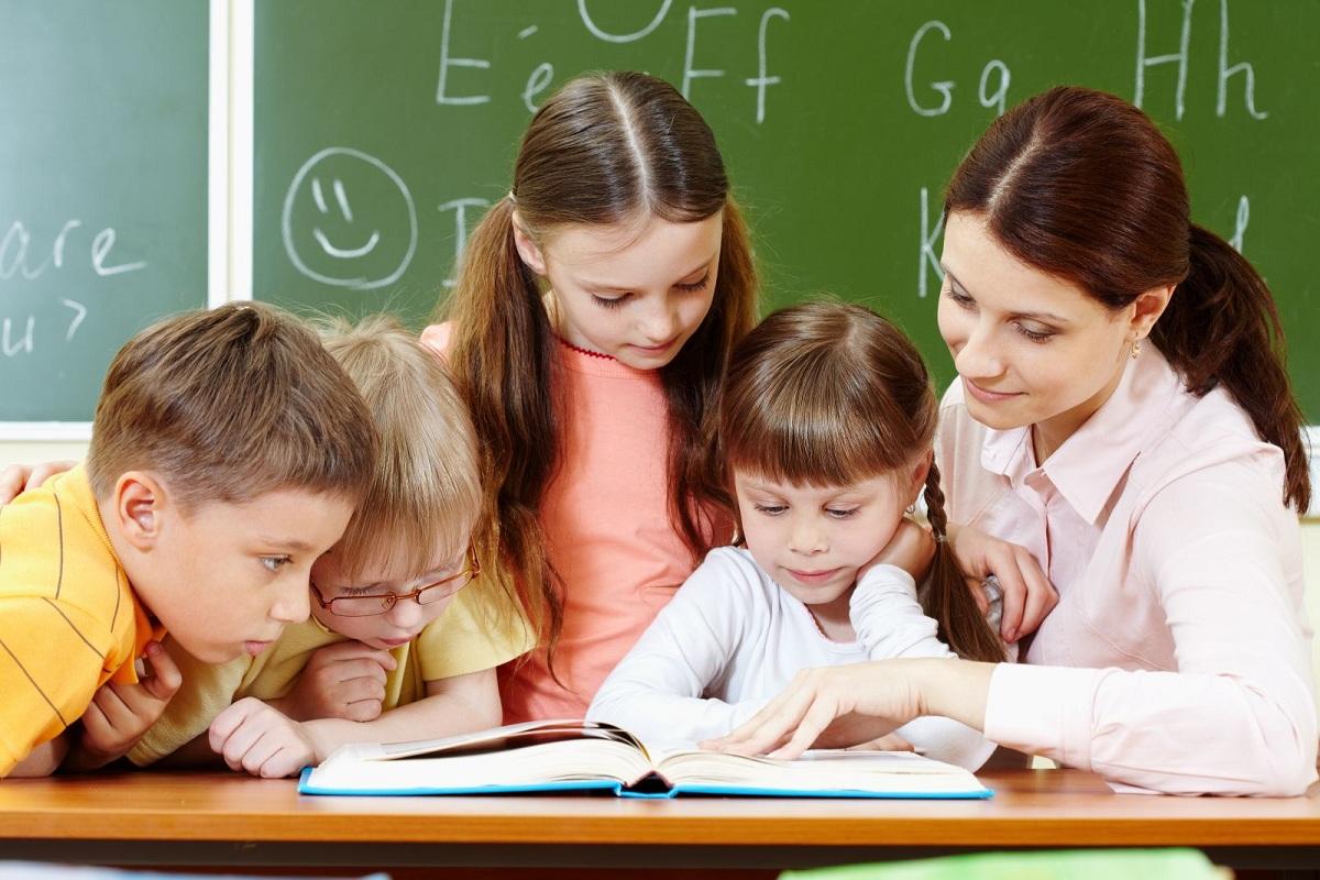 Во французских школах теперь запрещено использовать гендерно-инклюзивные слова