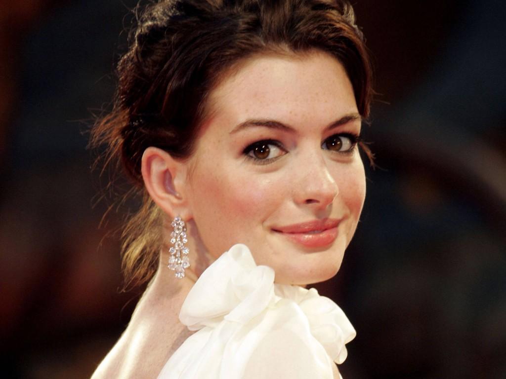 Anne-Hathaway-051