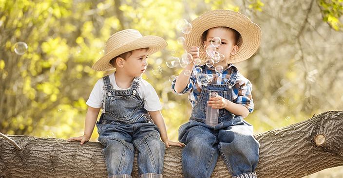 Kids-blowing-bubbles-original-r