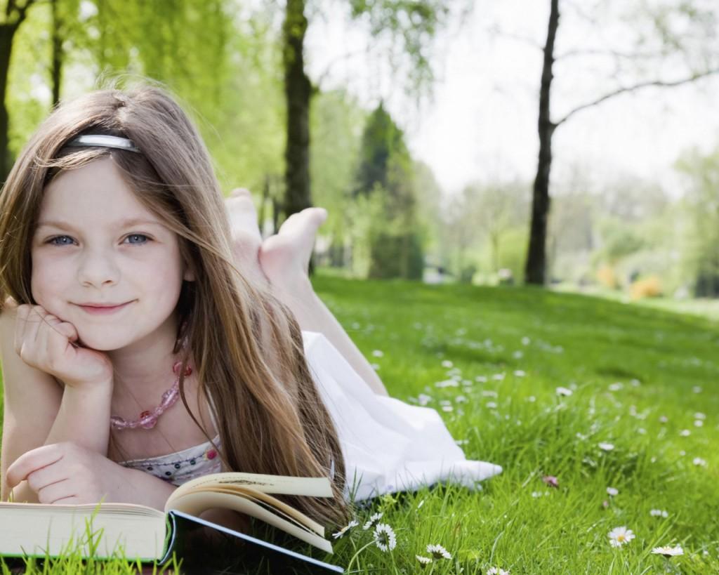 девочка книжка природа