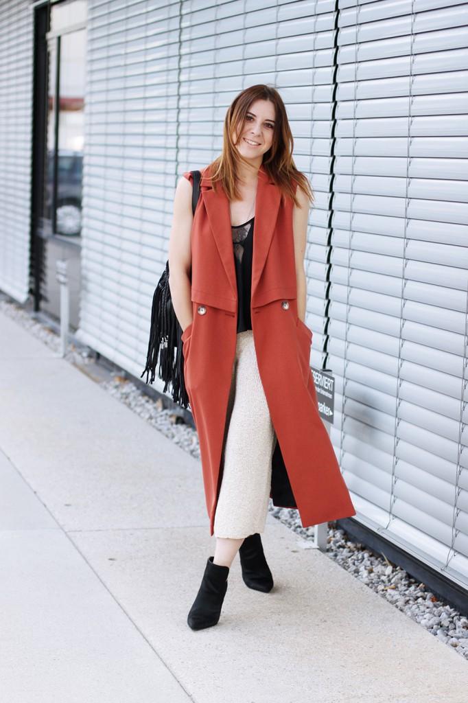 whoismocca-modeblog-fashionblog-riverisland-weste-marsala-culotte-knit-strick-zara-boots-camisole-innsbruck-austrianblogger-fringe-bag-01