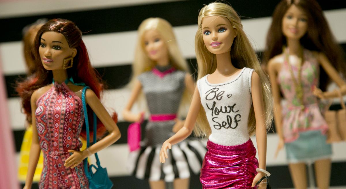 Кукла, которая играет детьми: Как Барби влияет на девочек