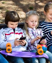 «Цифровой наркотик»: Гаджеты вызывают у детей зависимость