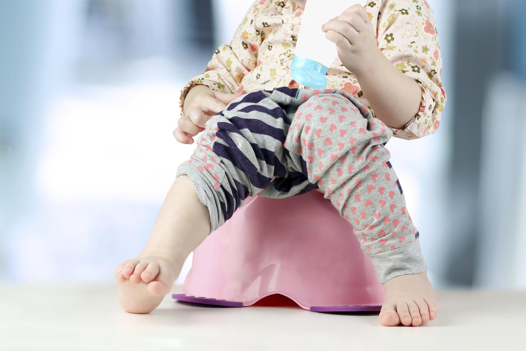 На горшке и под столом: Как размещение фото своего ребенка может привести родителей в зал суда