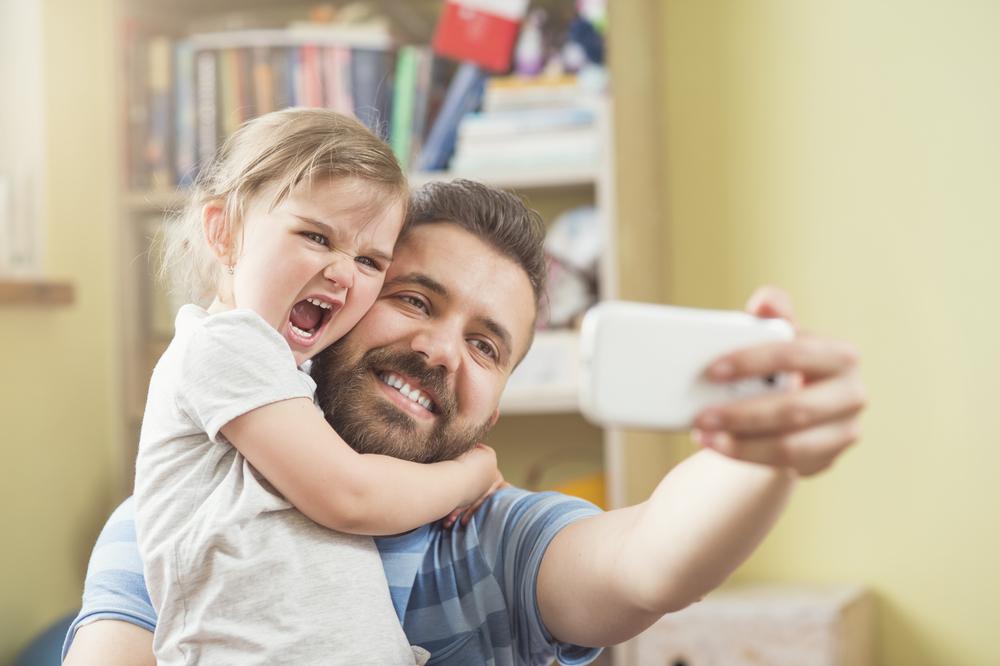 Предупредительные меры: Чем грозит публикация фотографий ребенка в соцсетях для родителей в Украине