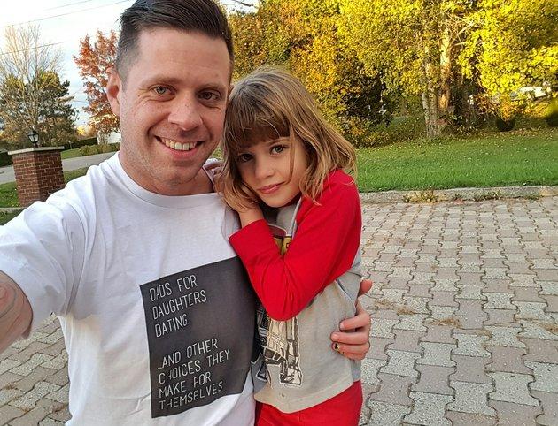 Майк Рейнольдс: «Я приветствую свидания дочерей и любой другой выбор, который они сделают»