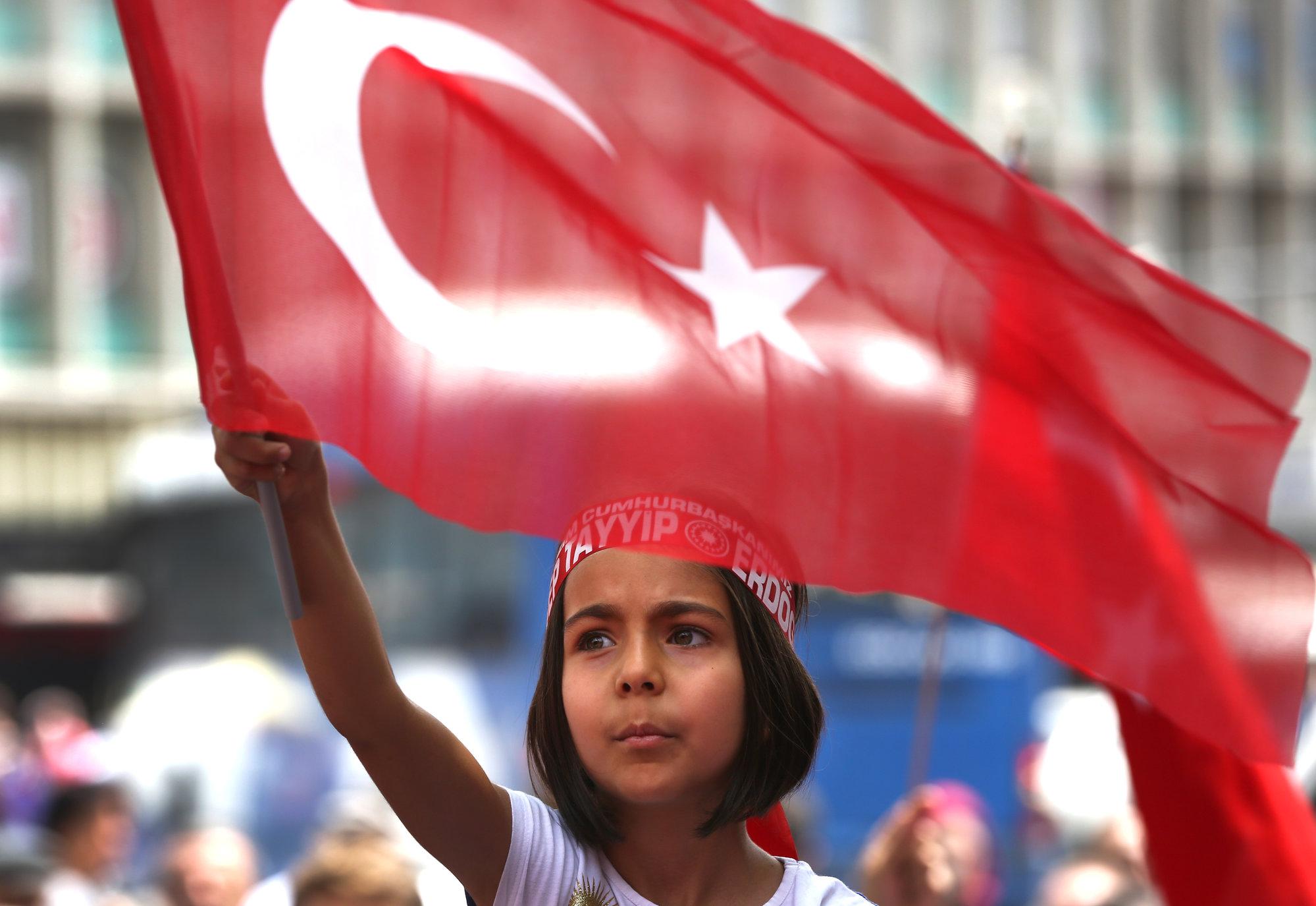 """Закон, которого нет и не будет: Турция отозвала законопроект, """"прощающий"""" за изнасилование"""
