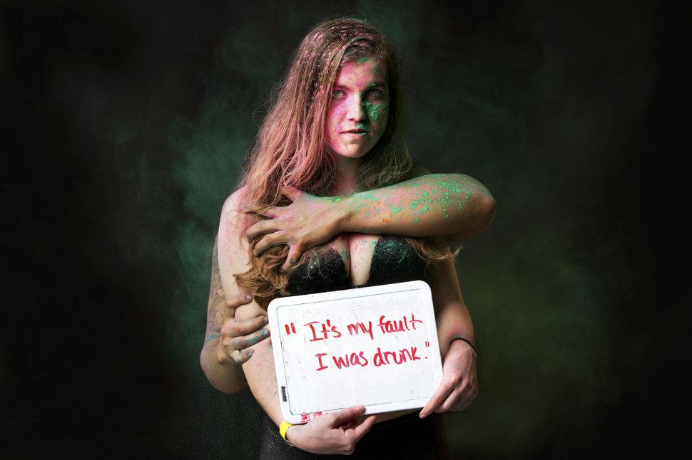 """""""Сами виноваты"""": 27% жителей ЕС считают, что в некоторых случаях сексуальное насилие приемлемо"""