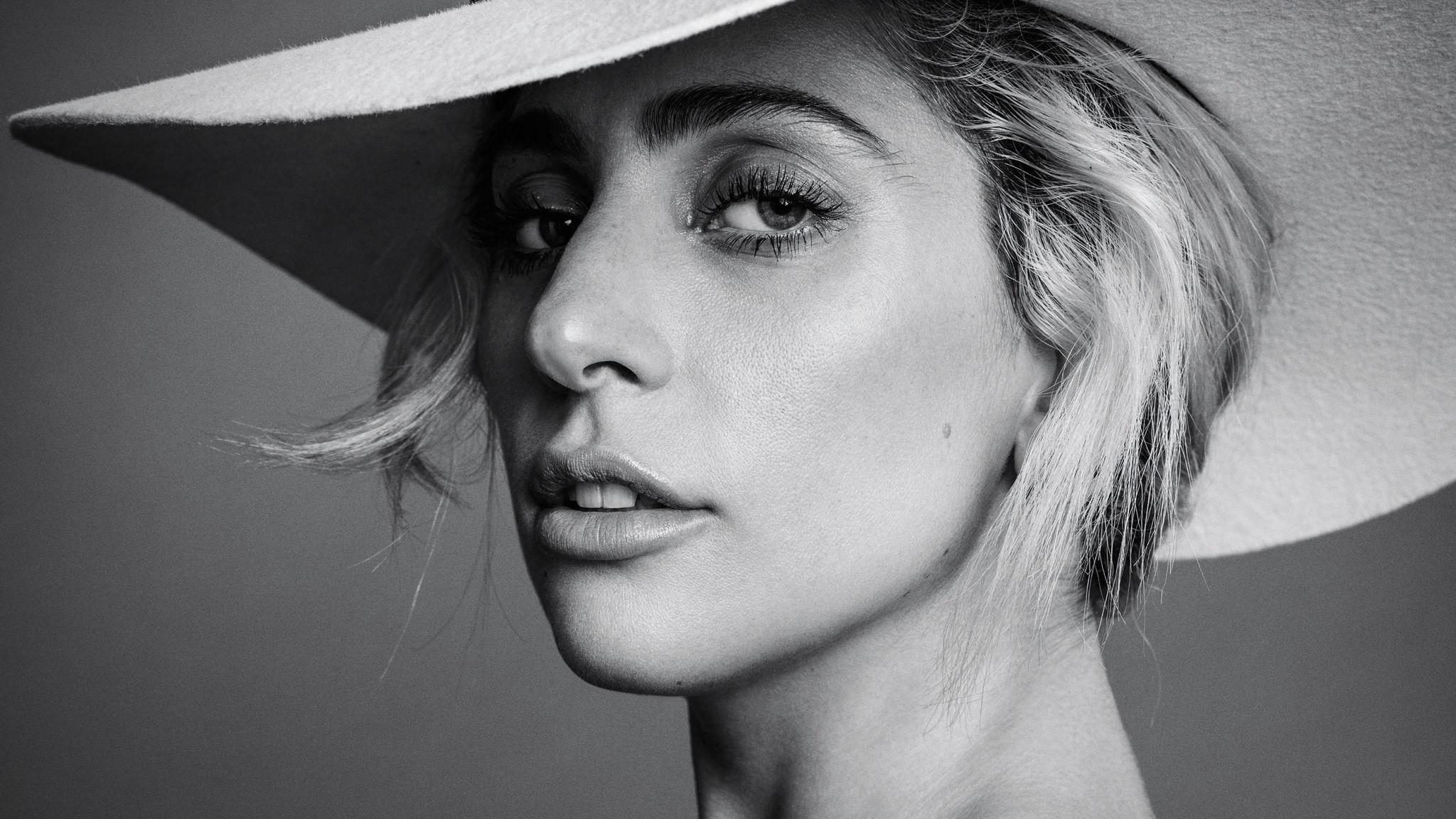 """Леди Гага: """"Быть женщиной сейчас – значит быть бойцом"""""""