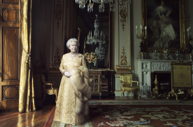 queen-elizabeth-ii-by-annie-leibovitz-02-big