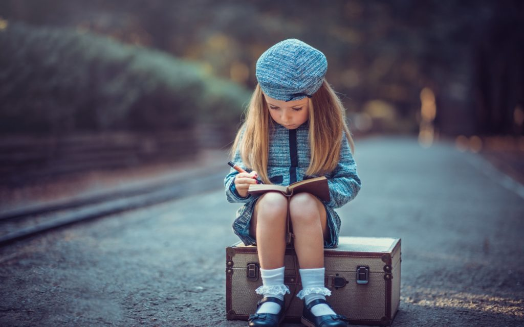 young-travelers-devochka