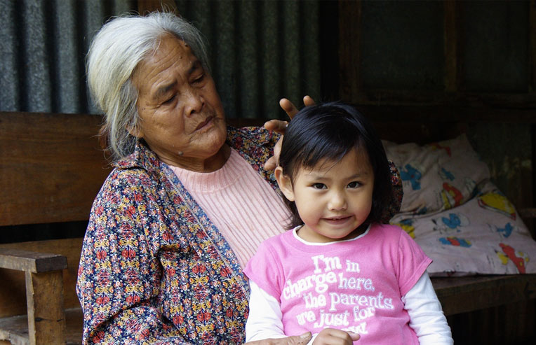 grandmother-and-child-in-the-philippines
