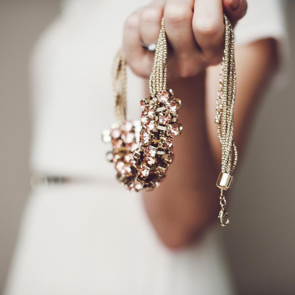 Holding jewelry