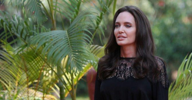 """Анджелина Джоли: """"Я учу своих детей смотреть на мир шире, поддерживать идею разнообразия, уважать других людей"""""""