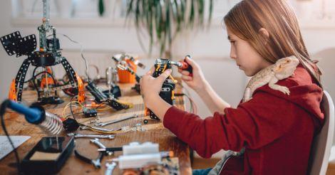 Я - робот: 8 YouTube-каналов по робототехнике и программированию