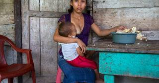 Дитя, невеста, мать: Как живут девочки, которым пришлось слишком рано повзрослеть
