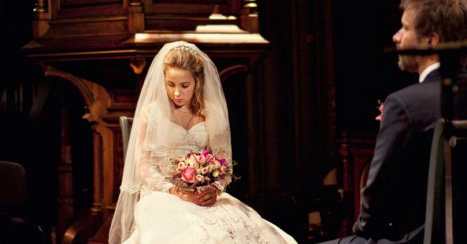 В Швеции женщина хотела обманом выдать замуж свою дочь: ее осудили