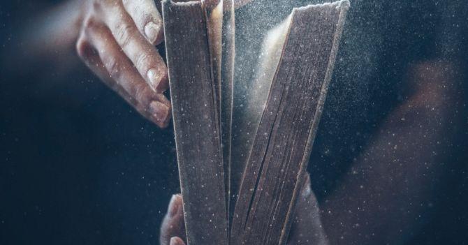 Между драмой и комедией: 7 лучших пьес для чтения в День театра