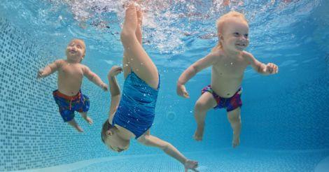Ребенок в воде! Все, что нужно знать о детском плавании