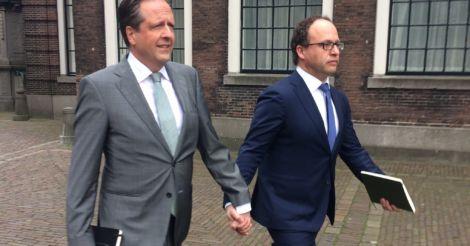 Следите за руками: Голландцы выступили в поддержку геев после избиения однополой пары