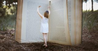 Майские книги: 10 ярких изданий для длинных выходных
