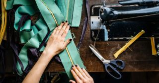 Шиття як порятунок: Іспанський бренд одягу дає роботу колишнім секс-працівницям