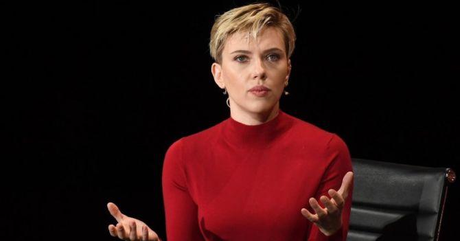"""Скарлетт Йоханссон: """"Мысль, что за спиной каждого великого мужчины стоит великая женщина, устарела. Почему не стать рядом?"""""""