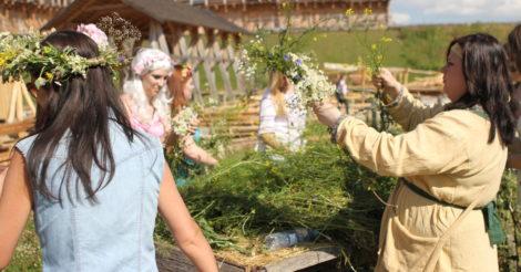 В «Парке Киевская Русь» отпразднуют Троицу по древним обрядам