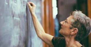 Учат в школе: Насколько важна профессия учителя в Украине?