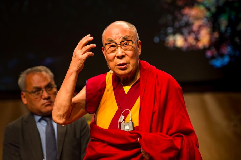Картинки по запросу Далай Лама: «Если детей не ласкать, не обнимать, то есть не любить по-настоящему, то их нормальное развитие обречено»