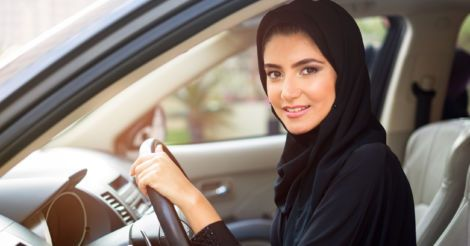 Правильной дорогой: В Саудовской Аравии женщинам отменили запрет на вождение