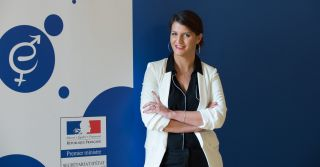 """""""Плати за кэтколл"""": Во Франции планируют ввести штрафы за приставание к женщинам на улице"""