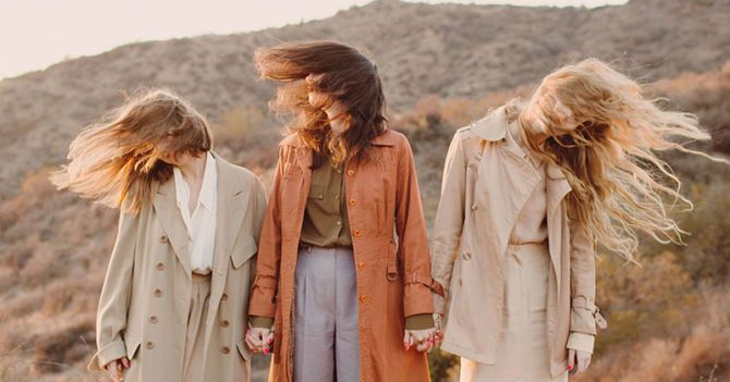 Не унесенные: Правила ухода за волосами при ветрено-шапочной непогоде