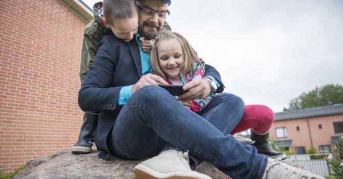 Финские парни: Единственная страна, где папы проводят с детьми больше времени, чем мамы
