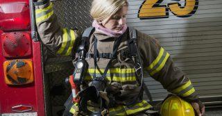 Хочеш бути пожежницею - будь: Скасований наказ про перелік заборонених професій для жінок