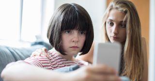 Кібербезпека дітей в інтернеті: Про що мають дбати батьки, школа та держава