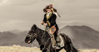 Мальчики на кухне, девочки на коне: Как воспитывают детей в Монголии