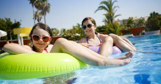 Teens-friendly: 23 лучших отеля Средиземноморья для отдыха с подростками