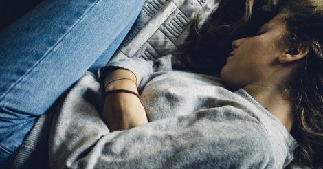 Депрессия у подростка: Как распознать и что потом делать