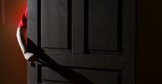 Двое за дверью: Интервью с женой и мужем о деле домашнего насилия
