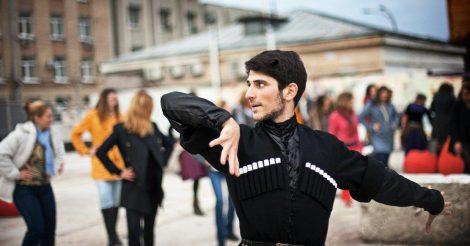Гендерное неравенство — пережиток советского прошлого: Как сегодня живут мужчины в Грузии
