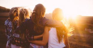 Как помощь другим делает нас счастливее
