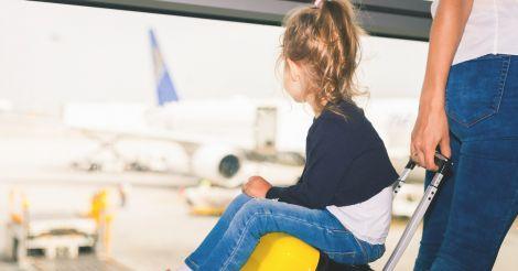 Правила выезда детей за границу: Как получить решение органа опеки и попечительства