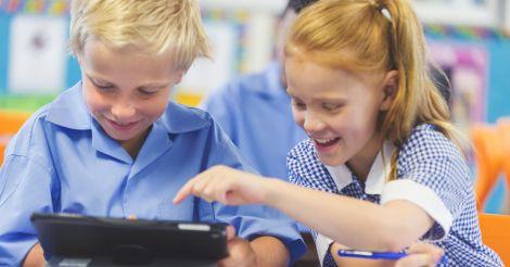 Снова в школу: Как научить родителей и детей извлекать пользу из гаджета