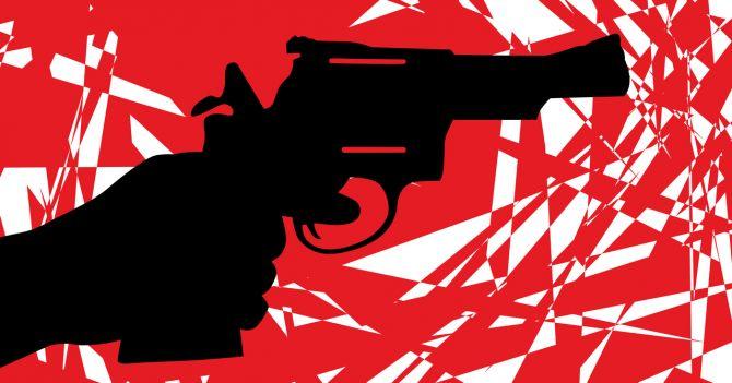 Под прицелом: Как реагировать, когда на вас наставляют оружие