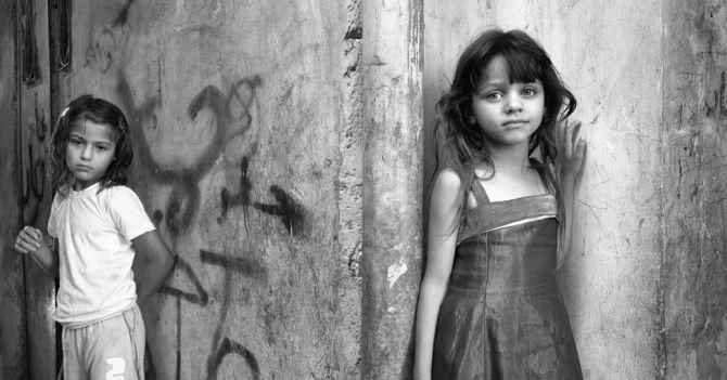 Между двух огней: Проблемы, с которыми cегодня сталкиваются девочки в мире